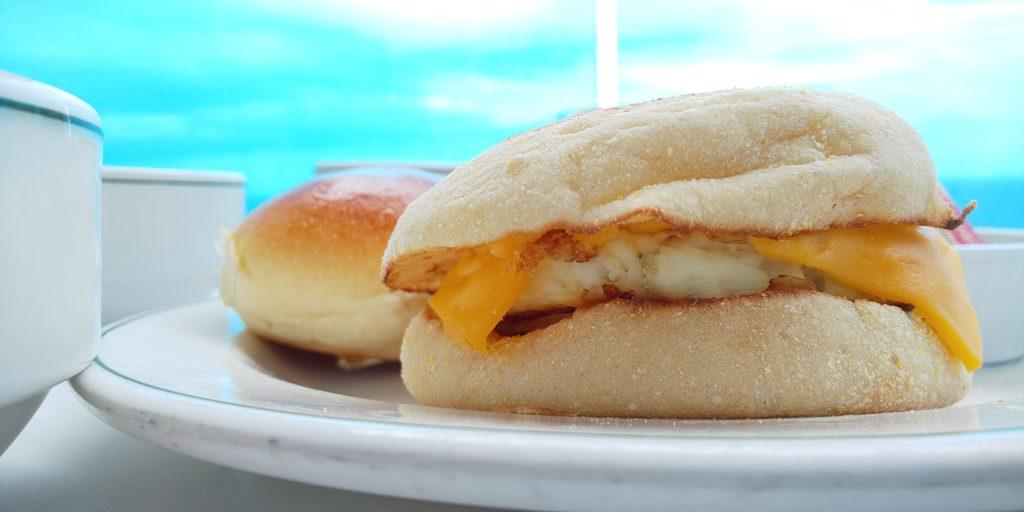 ベーコンチーズエッグマフィン