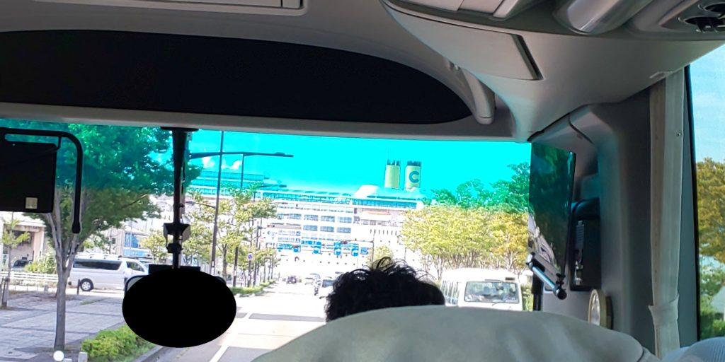 バス内からの船体